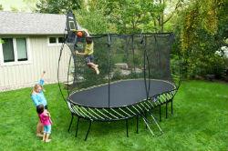 ילד קופץ על טרמפולינת SpringFree