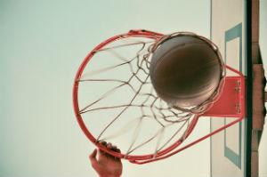 הכדור נכנס לסל