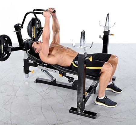 תמונה של גבר מתאמן על גבי ספת משקולות משוכללת מדגם - wb-pf10-1
